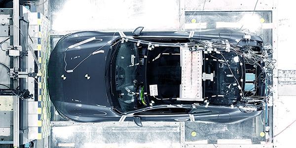 a Polestar 1验证原型车碰撞测试图片1.jpg