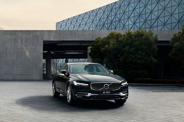a 04_2018中国年度车 沃尔沃S90.jpg