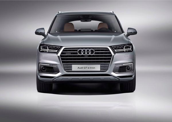 a 1. 兼具动感操控、舒适驾乘和高效性能,奥迪Q7 e-tron树立豪华C级插电式混合动力SUV新标杆.jpg