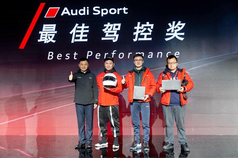 a 04-一汽-大众奥迪销售事业部东南区总经理陶晖先生为获奖嘉宾颁奖.jpg
