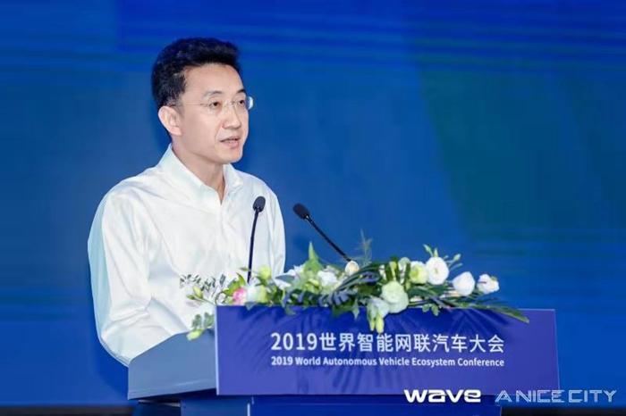a 上汽集团副总裁、总工程师祖似杰在大会主论坛上发言.jpg